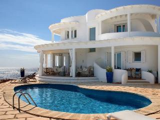 4 bedroom Villa in Punta Prima, Menorca, Menorca : ref 2132502 - Alcaufar vacation rentals