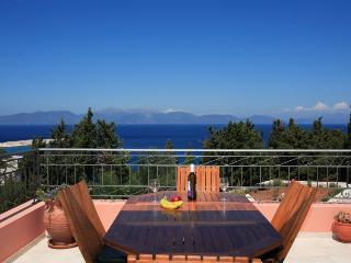 4 bedroom Villa in Fiskardo, Kefalonia, Greece : ref 2132503 - Fiscardo vacation rentals