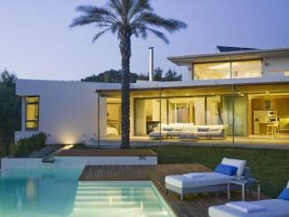 5 bedroom Villa in Sant Antoni de Portmany, Ibiza : ref 2132840 - Cala Gracio vacation rentals