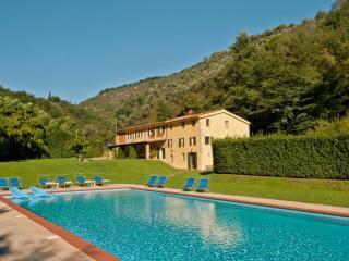 6 bedroom Villa in Camaiore, Versilia, Tuscany, Italy : ref 2135419 - Monteggiori vacation rentals