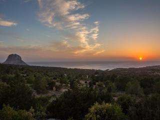 5 bedroom Villa in Cala D Hort, Ibiza : ref 2135574 - Cala Carbo vacation rentals