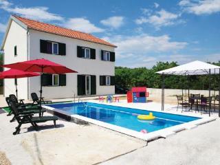 7 bedroom Villa in Ciovo-Slatine, Island Of Ciovo, Croatia : ref 2183745 - Slatine vacation rentals