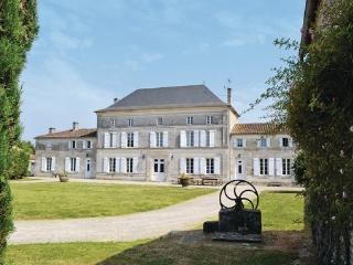 7 bedroom Villa in Villeneuve de Chassors, Charente, France : ref 2184366 - Reparsac vacation rentals