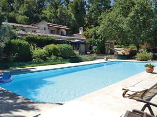 Nice Villa with Television and Shared Outdoor Pool - Grimaud vacation rentals