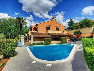 5 bedroom Villa in Muntic, Istria, Croatia : ref 2209784 - Muntic vacation rentals