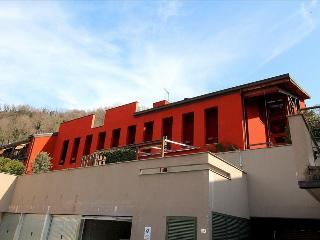 Bright 3 bedroom House in Lecco with Deck - Lecco vacation rentals