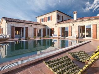 3 bedroom Villa in Vodnjan-Cabrunici, Vodnjan, Croatia : ref 2219349 - Cabrunici vacation rentals