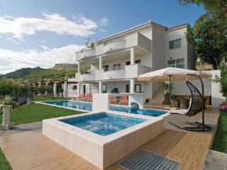 7 bedroom Villa in Split-Kucine, Split, Croatia : ref 2219901 - Zrnovnica vacation rentals