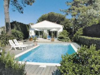 3 bedroom Villa in Ste Marie de Re/Ile de Re, Charente Maritime, France : ref 2220204 - Le Bois-Plage-en-Re vacation rentals