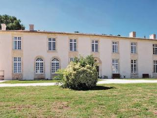 9 bedroom Villa in St.Pey de Castets, Gironde, France : ref 2221403 - Saint-Pey-de-Castets vacation rentals