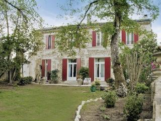 6 bedroom Villa in Bordeaux, Gironde, France : ref 2221982 - Floirac vacation rentals