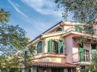 5 bedroom Villa in Imperia, Riviera Di Ponente, Italy : ref 2222262 - Imperia vacation rentals