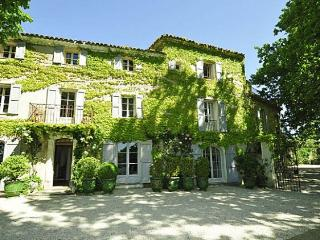 8 bedroom Villa in La Tour d'Aigues, Provence, France : ref 2226345 - La Tour d'Aigues vacation rentals