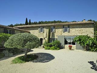 Villa in nr Pernes Les Fontaines, Provence, France - La Roque sur Pernes vacation rentals