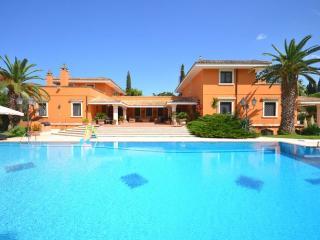 8 bedroom Villa in Lecce, Puglia, Italy : ref 2226447 - San Pietro in Lama vacation rentals