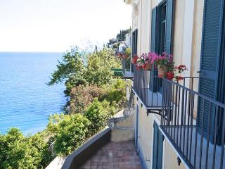 3 bedroom Villa in Vietri Sul Mare, Amalfi Coast Campania, Italy : ref 2226523 - Dragonea vacation rentals