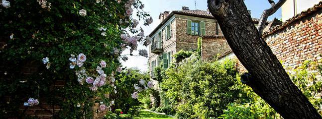 6 bedroom Villa in Castagnole delle Lanze, Monferrato e Langhe, Piedmont and Lake Maggiore, Italy : ref 2230303 - Image 1 - Castagnole Lanze - rentals