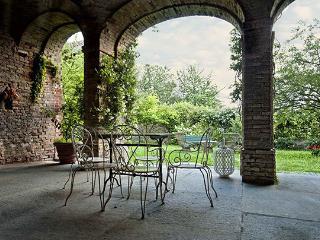 6 bedroom Villa in Castagnole delle Lanze, Monferrato e Langhe, Piedmont and Lake Maggiore, Italy : ref 2230303 - Castagnole Lanze vacation rentals