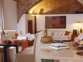 3 bedroom Villa in Spello, Campagna Umbra, Umbria, Italy : ref 2230328 - Spello vacation rentals