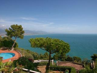 2 bedroom Apartment in Montemarcello, Riviera Di Levante, Liguria And - Montemarcello vacation rentals