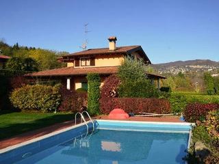 4 bedroom Villa in Meina, Lago Maggiore, Lake Maggiore, Italy : ref 2230515 - Meina vacation rentals