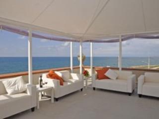 8 bedroom Villa in Cava D Aliga, Ragusa Area, Sicily, Italy : ref 2230510 - Cava d'Aliga vacation rentals