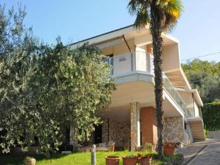 5 bedroom Villa in Torri Del Benaco, Lake Garda, Italy : ref 2230558 - Torri del Benaco vacation rentals