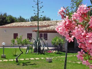 5 bedroom Villa in Santa Croce Camerina, Ragusa Area, Sicily, Italy : ref 2230593 - Santa Croce Camerina vacation rentals