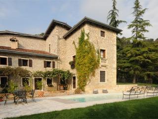 6 bedroom Villa in Castelgomberto, Verona E Valpolicella, Veneto And Venice, Italy : ref 2230600 - Grisignano di Zocco vacation rentals