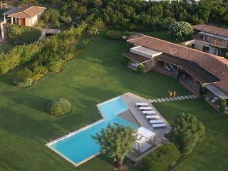 6 bedroom Villa in Lu Fraili Di Sotto, Sardegna, Sardinia, Italy : ref 2230604 - Puntaldia vacation rentals