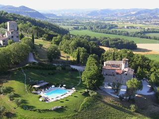 7 bedroom Villa in Solfagnano, Campagna Umbra, Umbria, Italy : ref 2230620 - Solfagnano vacation rentals