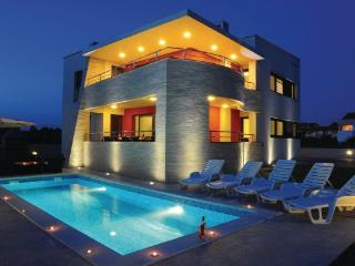 6 bedroom Villa in Zadar-Zaton, Zadar, Croatia : ref 2238249 - Zaton (Zadar) vacation rentals