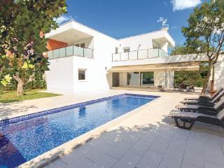 4 bedroom Villa in Pula-Stinjan, Pula, Croatia : ref 2238440 - Stinjan vacation rentals