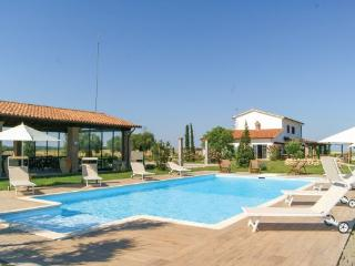 7 bedroom Villa in Tuscania, Latium Countryside, Italy : ref 2239417 - Canino vacation rentals
