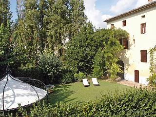 13 bedroom Villa in Pisa, Lucca Pisa, Italy : ref 2243188 - Navacchio vacation rentals