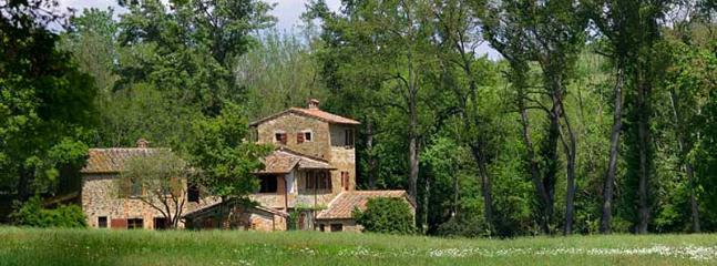 6 bedroom Villa in Sinalunga, Siena, Italy : ref 2259035 - Image 1 - Sinalunga - rentals