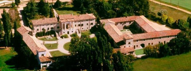 5 bedroom Villa in Peschiera del Garda, Verona, Italy : ref 2259086 - Image 1 - Peschiera del Garda - rentals