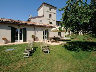 5 bedroom Villa in Peschiera del Garda, Verona, Italy : ref 2259086 - Peschiera del Garda vacation rentals