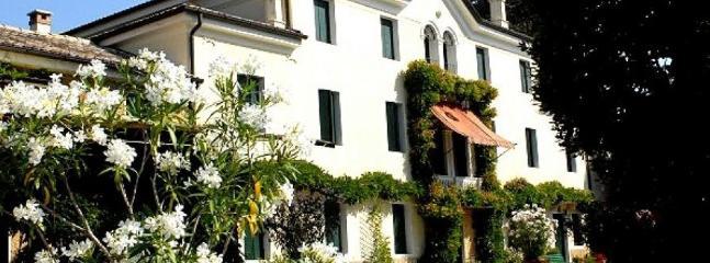 8 bedroom Villa in Verona, Near Maser And Asolo, Verona, Italy : ref 2259120 - Image 1 - Crespignaga - rentals