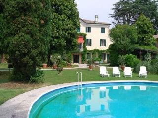 8 bedroom Villa in Verona, Near Maser And Asolo, Verona, Italy : ref 2259120 - Crespignaga vacation rentals