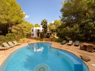 4 bedroom Villa in San Jose, Cala Jondal, Ibiza : ref 2259644 - Es Cubells vacation rentals