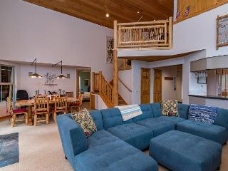 Light-Filled, Newly Remodeled Tahoe Donner Cabin, Near Skiing and Downtown - Truckee vacation rentals