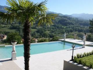 Villa in Camporgiano, Tuscany, Italy - Camporgiano vacation rentals