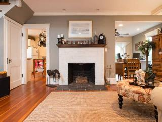 Cozy 2 Bedroom House, Steps from Beach - Marblehead vacation rentals