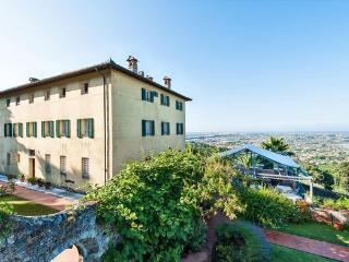 9 bedroom Apartment in Camaiore, Tuscany, Italy : ref 2266092 - Monteggiori vacation rentals