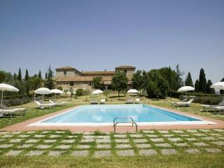 6 bedroom Villa in San Quirico D'orcia, Tuscany, Italy : ref 2266111 - Lucignano D'asso vacation rentals