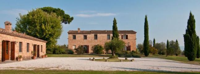 8 bedroom Villa in Camucia-Monsigliolo, Tuscany, Italy : ref 2269016 - Image 1 - Cignano - rentals