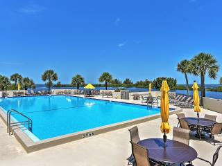 Magnificent 2BR Hudson Condo w/Wifi, Gulf Front Views, Community Pool & Close Proximity to Shopping, Golfing, Restaurants & Beaches! - Hudson vacation rentals