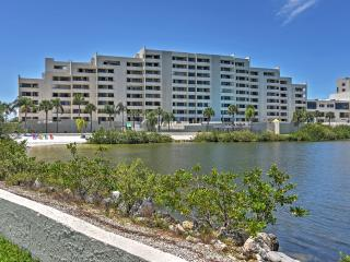 New Listing! Magnificent 2BR Hudson Condo w/Wifi, Gulf Front Views, Community Pool & Close Proximity to Shopping, Golfing, Restaurants & Beaches! - Hudson vacation rentals