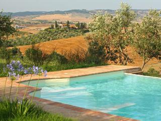 4 bedroom Villa in Castiglione D Orcia, Tuscany, Italy : ref 2269911 - Castiglione D'Orcia vacation rentals